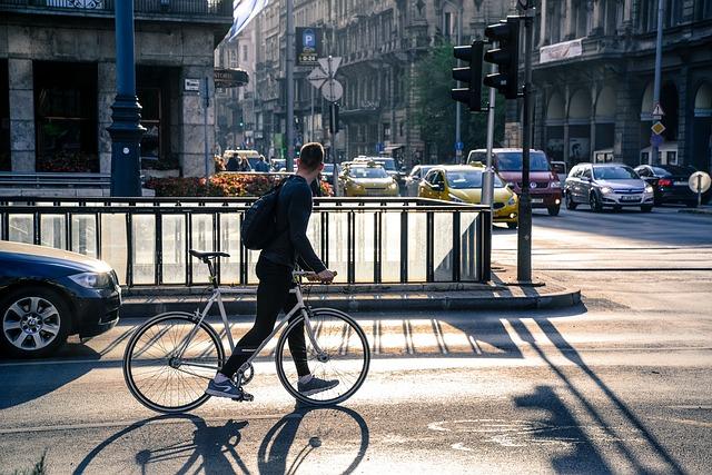 cyklista na křižovatce