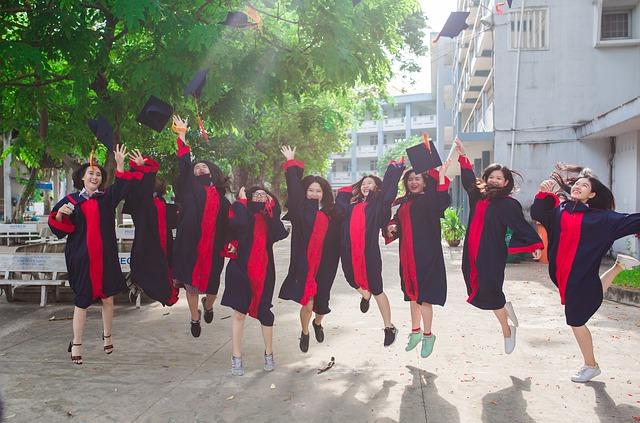 absolventky vysoké školy