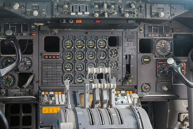 Kokpit dopravního letadla