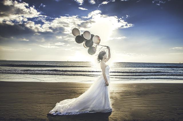 nevěsta s balónky